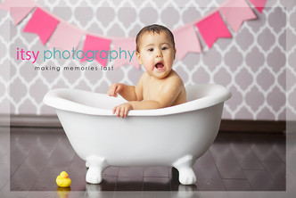 Newborn photographer, baby photography, infant photography, one year old girl, studio photography, cake smash, grey wallpaper backdrop, pink banner, baby bathtub, bath time, rubber ducky