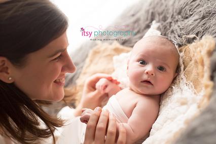 Newborn photographer, baby photography, infant photography, newborn girl, mom, eyes open, lace, burlap, cream wrap, newborn posing ideas,