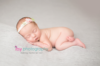 Newborn photographer, baby photography, infant photography, newborn girl, grey backdrop, details, headband, head on hands pose, newborn posing ideas, floral headband tushy up pose