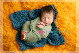 Newborn photographer, baby photography, infant photography, newborn boy, green wrap, baby wrapping, lion stuffed animal, orange flokati, peeking toes, blue blanket