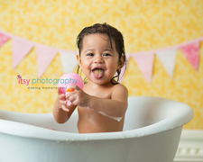 baby photographer, bathtub, prop, pink banner, baby girl, bubbles