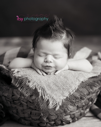 Newborn photographer, baby photographer, newborn, boy, infant,, newborn posing ideas, american flag, black and white, burlap, head on hands