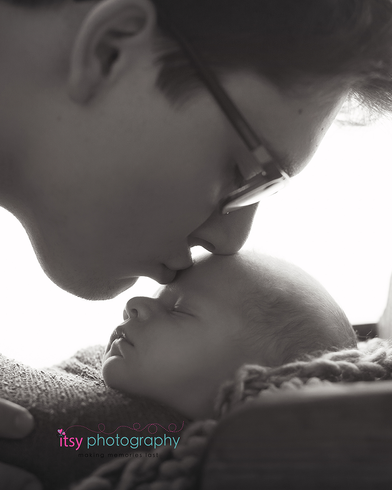 Newborn photographer, baby photography, infant photography, newborn boy, black and white, dad, glasses, kisses