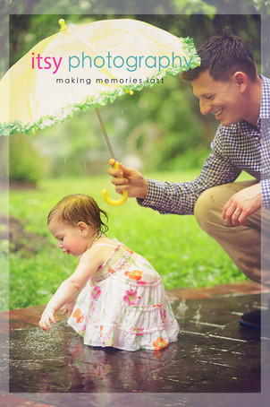 Family photographer, baby photographer, girl, out door, rainy day, dad and daughter, umbrella