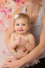 Cake smash, one year old girl, baby girl, baby photographer, newborn photographer, infant photographer,  floral back drop, pink flokati, pink tutu, mom