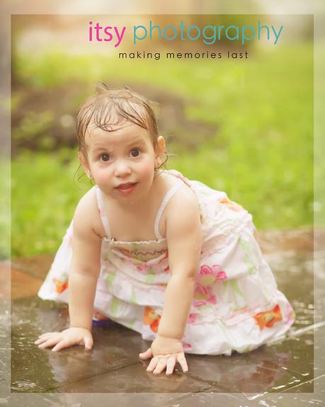 Family photographer, baby photographer, girl, out door, rainy day,