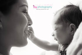Newborn photographer, baby photography, infant photography, newborn boy,  mom and baby, newborn posing ideas, black and white