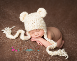 Newborn photographer, baby photography, infant photography, newborn boy, brown backdrop, cream wrap, newborn posing ideas, baby wrapping, head on hands pose.  white bear hat
