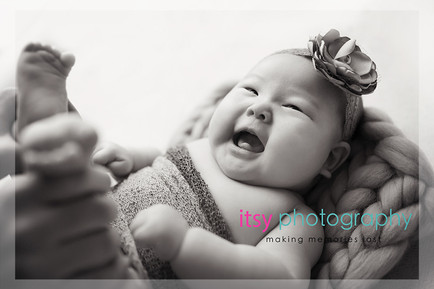 baby photographer, newborn photographer, infant photographer, dc photographer, new born, boy, girl, infant, baby, newborn posing ideas, baby wrapping, black and white, smiling