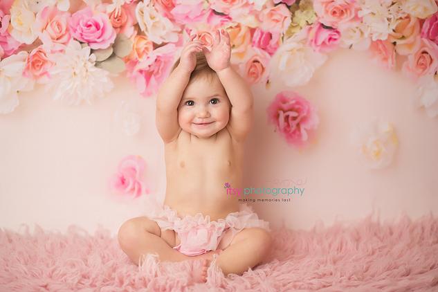 Cake smash, one year old girl, baby girl, baby photographer, newborn photographer, infant photographer,  floral back drop, pink flokati, pink tutu