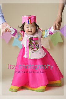 baby photographer, family photographer, one year old girl, Korean dress, traditional Korean, mom and dad