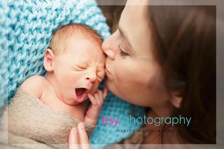 baby photographer, newborn photographer, infant photographer, dc photographer, new born, boy, girl, infant, baby, newborn posing ideas, baby wrapping, yawn, blanket, cream wrap, mom