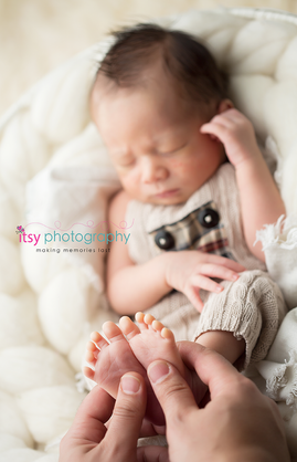 Newborn photographer, baby photography, infant photography, newborn boy, white blanket, sleeping