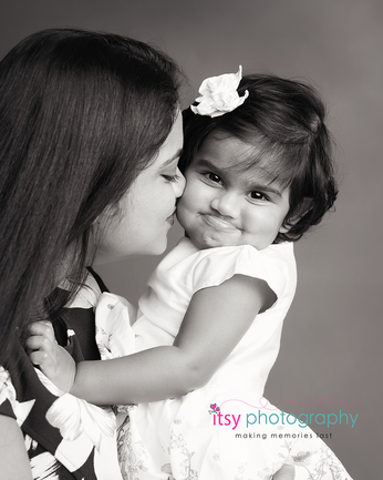 baby photographer, one year old, girl, mom, family, black and white