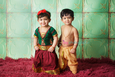 baby photographer, newborn photographer, infant photographer, dc photographer, 1 year old one year old posing ideas, Arabian clothing, twins red flokati, green backdrop