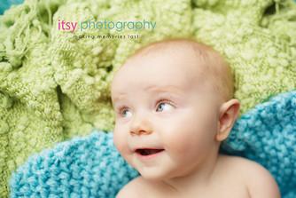 baby photographer, newborn photographer, infant photographer, dc photographer, 1 year old one year old posing ideas, green blanket, blue blanket