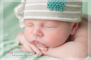 Newborn photographer, baby photography, infant photography, newborn boy, baby wrapping, newborn posing ideas, mint backdrop, head on hands pose, striped hat