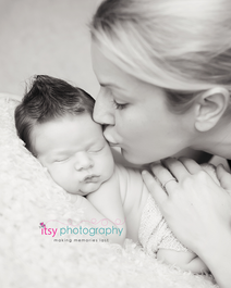 Newborn photographer, baby photographer, newborn, boy, infant, newborn posing ideas, tushy up pose, mohawk, mom, black and white