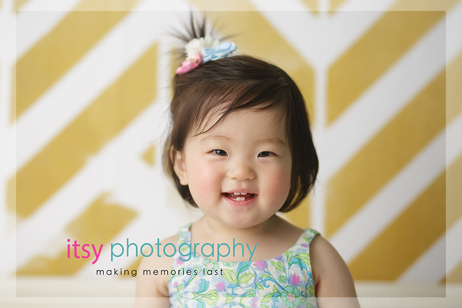 baby photographer, family photographer, one year old girl, , mom and daughter, yellow wallpaper backdrop, blue polka dot romper,