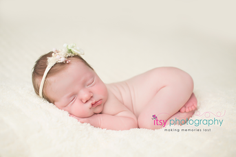 Newborn photographer, baby photography, infant photography, newborn girl, white blankets, newborn posing ideas, , tushy up pose, floral headband