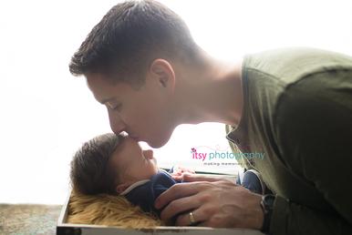 Newborn photographer, baby photographer, newborn, boy, infant, newborn posing ideas,  family, dad, brown flokati, basket
