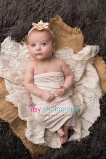 Newborn photographer, baby photography, infant photography, newborn girl, basket, baby wrapping, baby posing ideas, flokati