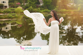newborn photographer, Maternity photographer, white maternity dress, outdoors, lake