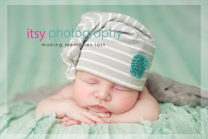 Newborn photographer, baby photography, infant photography, newborn boy, baby wrapping, newborn posing ideas, mint backdrop, head on hands pose, striped hat, grey wrap