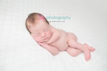 Newborn photographer, baby photography, infant photography, newborn girl, white blankets, newborn posing ideas,