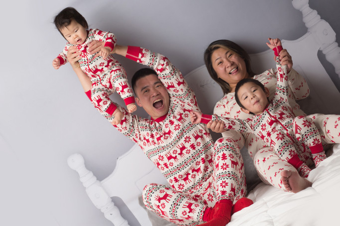 family, photography, studio, Christmas, pajamas,  mom , dad, brother, sister, bed backdrop