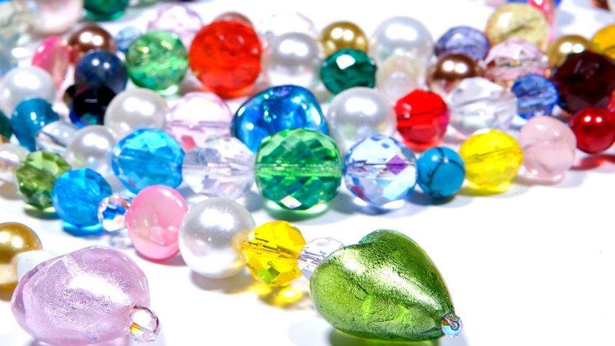 "Schmuck Workshop ""Lange Kette"" mit Murano Perlen, Halbedelsteinen und bunten Glasperlen"