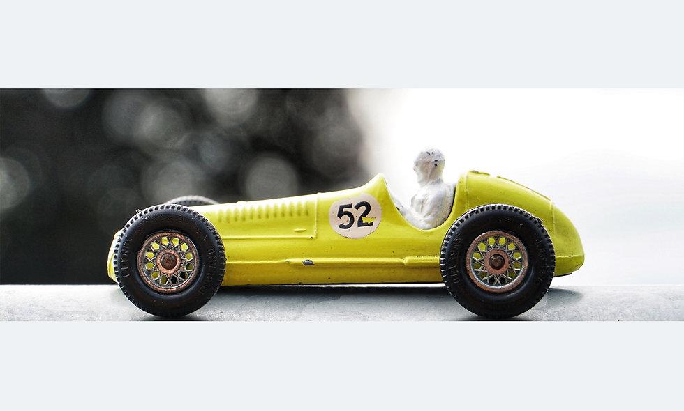 Single yellow Maserati | Acrylglas | limitierte Auflage | 46 x 137 cm