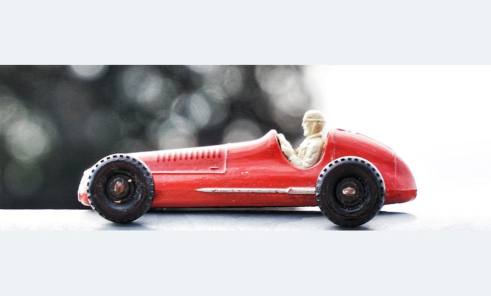 Single red Maserati | Acrylglas | limitierte Auflage | 46 x 137 cm