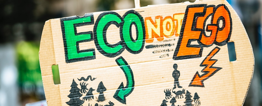 """Eco not Ego"" pancarta"