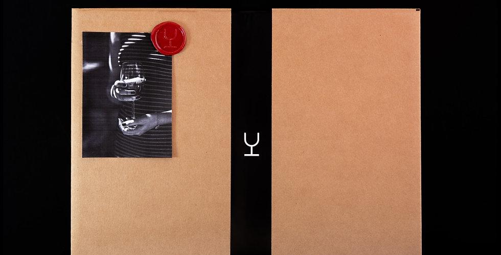 Caja de cartón con tarjeta y lacre para 6 vinos