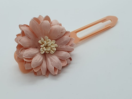 Pretty Peach Rose on a 4.5cm clip