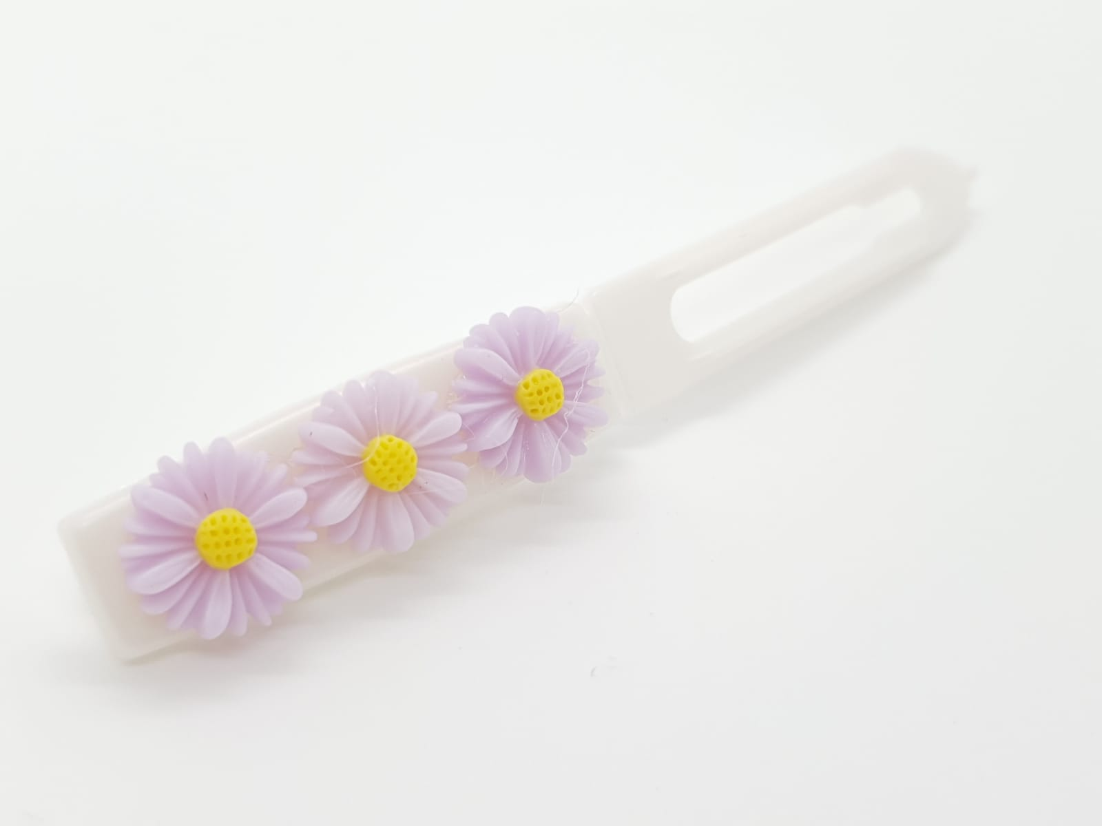 Daisies on flat clip