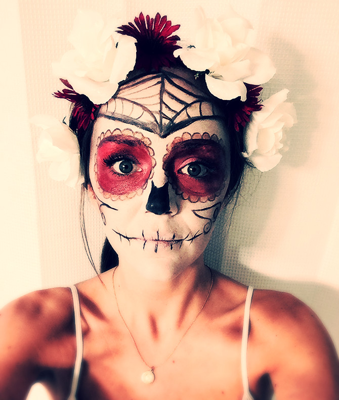 "Simple ""Day of the Dead"" Make-up"