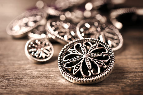 Round%20metal%20buttons%20in%20vintage%2