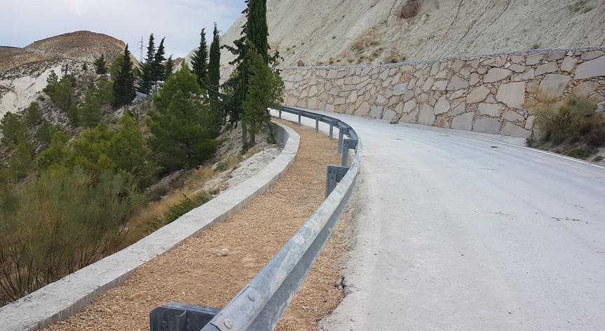 Camino de acceso a Hinojares, Jaén.