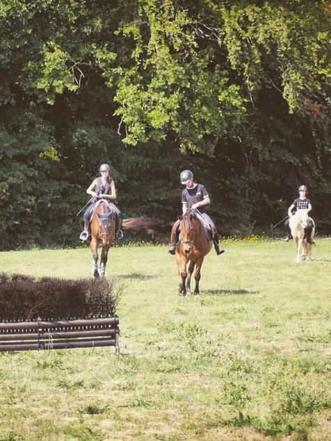 cavaliers sur poneys