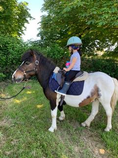 enfant sur poney