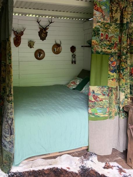 lit dans la cabane