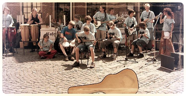 drumles, drums, leren drummen, vioolles, viool leren, gitaarles, leren gitaar spelen, basgitaarles, basgitaar leren, pianoles, piano leren, muziek spelen, leren muziek spelen, beginners, gevorderden, vergevorderden