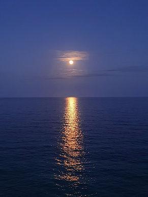 Aperitivo, yoga ed emozioni sotto la luna piena