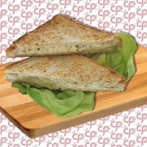 Geroosterde hoender- en mayonnaisebroodjie