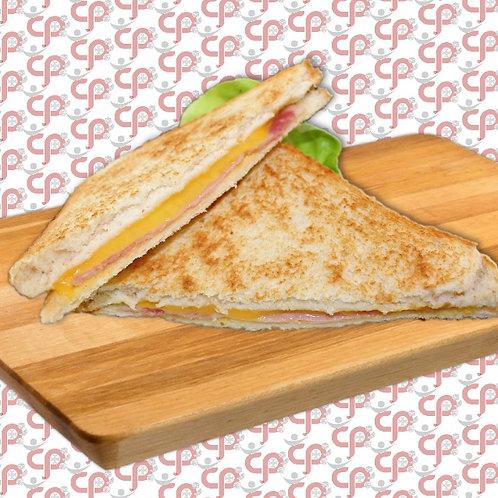 Geroosterde ham- en kaasbroodjie
