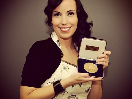 ABastien recoit la médaille de l'assemblée Nationale