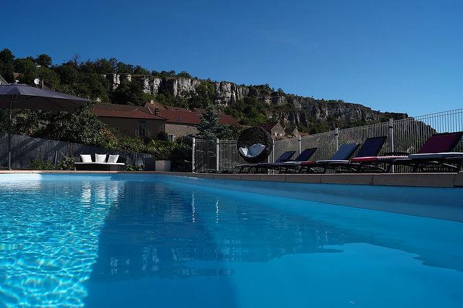 Le B&B Edenswing, chambres d'hôtes de charme près de Beaune, vous offre un séjour de rêve dans un lieu pitorresque et romantique, à proximité des plus célèbres vignobles; tels que Meursault, Pommard, Volnay, St Romain et de la ville de Beaune, capitale des vins de la Bourgogne.