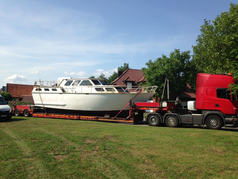 Ein Motorboot Kasko